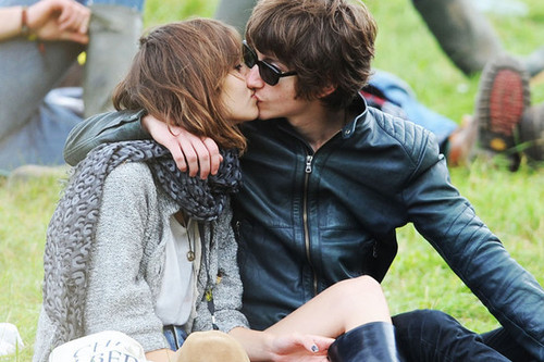 alex turner and alexa chung girfriend