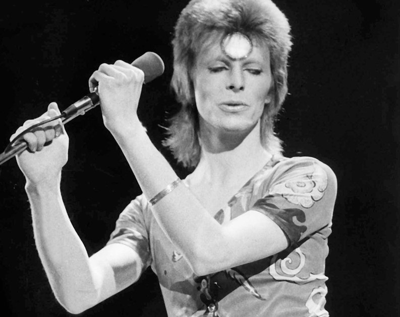ziggy-stardust-death-on-stage