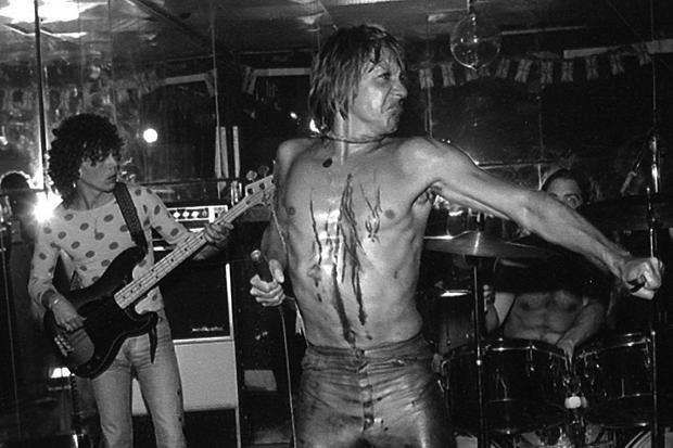 iggy pop cuts himself on stage