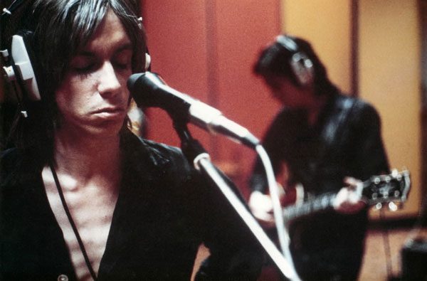 iggy_pop_sings_on_studio