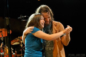 eddie vedder dancing with a fan