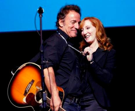 bruce springsteen patti scialfa wife live on stage