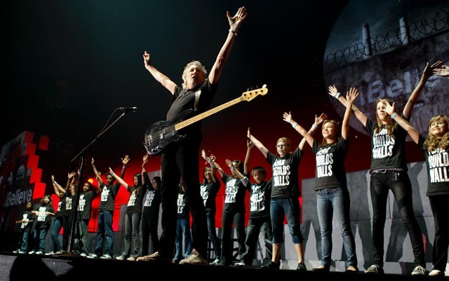 wall tour roger waters with choir another brick 2