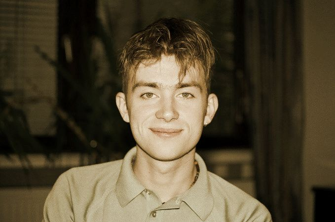 blur damon albarn young without his funny teeths