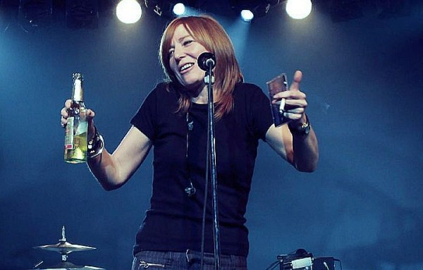 beth gibbons smoking and drinking on stage live