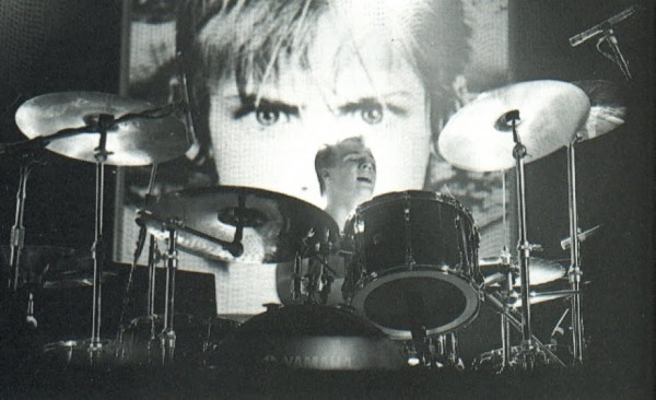 larry mullen jr on drums live with boy on his back