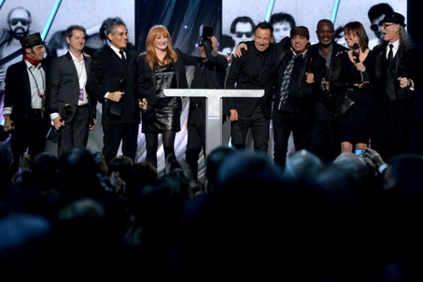 bruce springsteen inducts e street band into rock and roll hall of fame