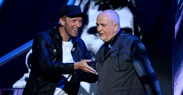 peter gabriel with chris martin rock and roll hall of fame 2014