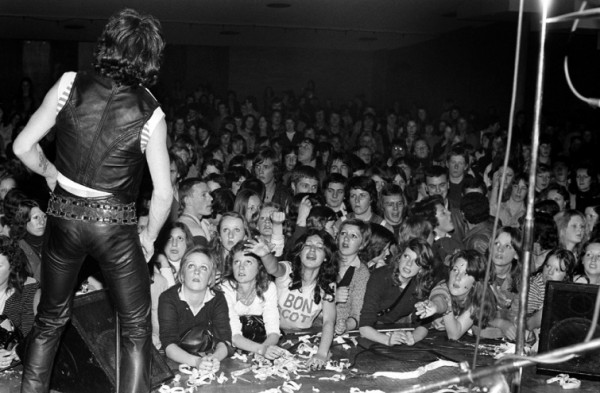 Bon Scott 1974 in ac dc gig