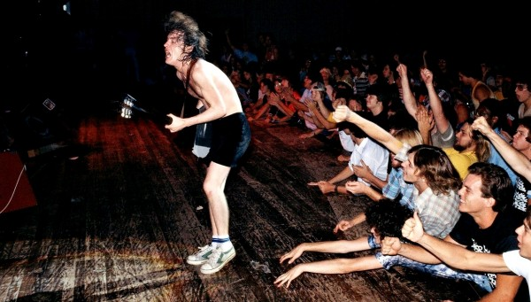 angus young live colour wallpaper