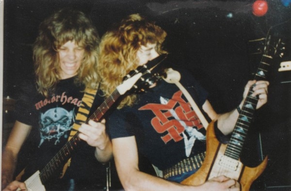 Metallica hetfield and mustaine playing live 1982