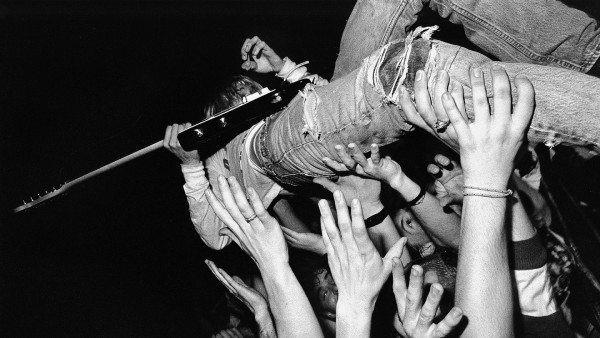 Nirvana Kurt Cobain Crowd Surfing HD Wallpaper